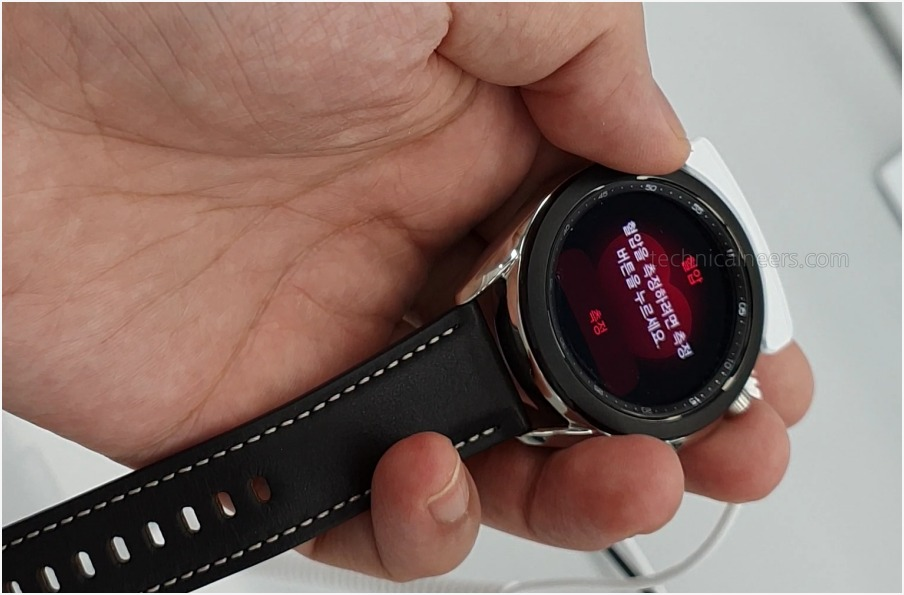 갤럭시 워치3 혈압 측정 기능